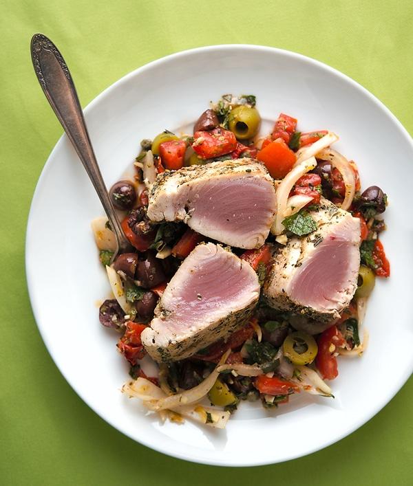 Grilled tuna with Sicilian salad
