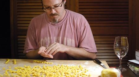 making Sardinian semolina gnocchi