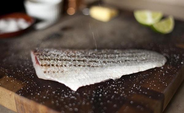 Salting a fish fillet