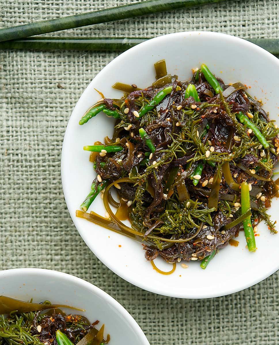 Closeup of a bowl of Japanese seaweed salad