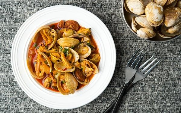 Clams and chorizo recipe spanish clams and chorizo recipe forumfinder Choice Image