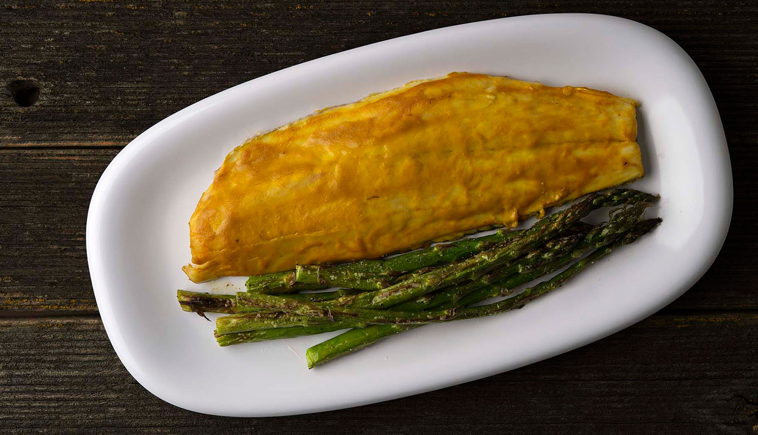 barbecued fish with asparagus