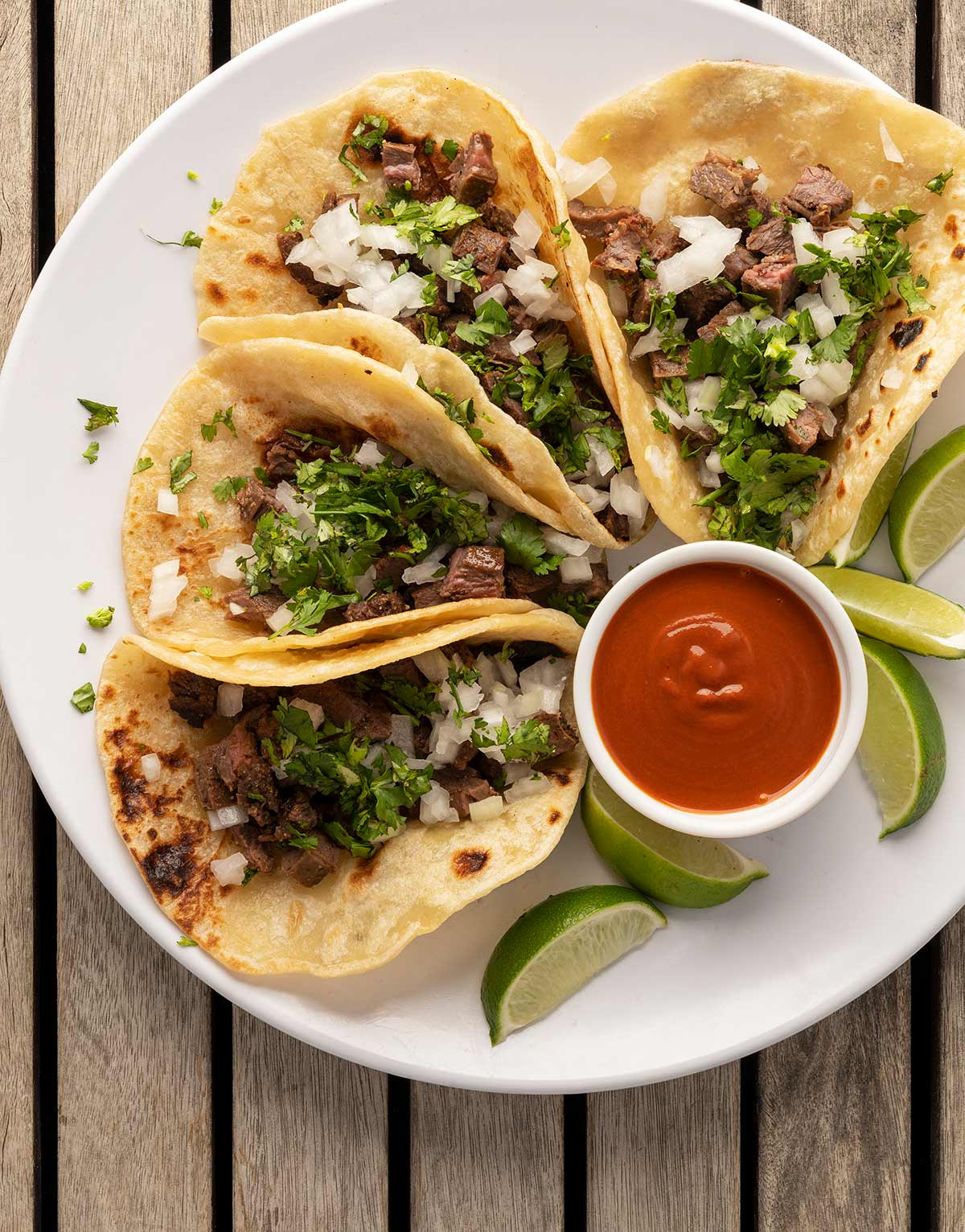 Arrachera tacos on a plate ready to eat