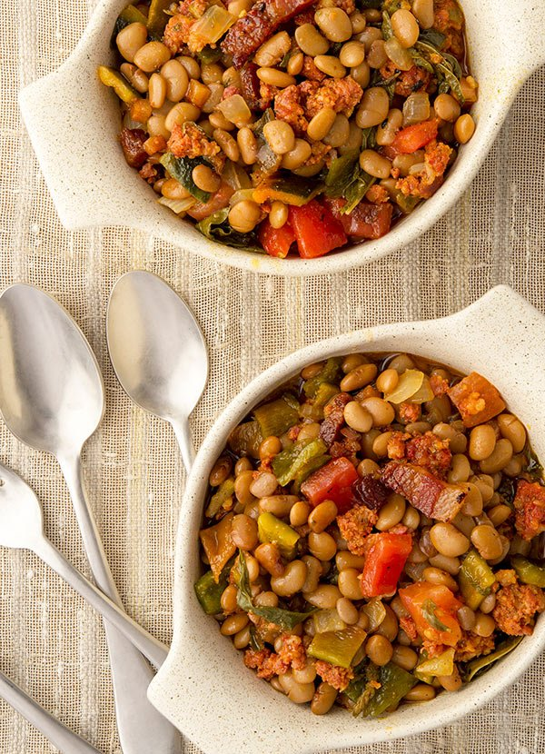 Two bowls of frijoles fronterizos with tepary beans