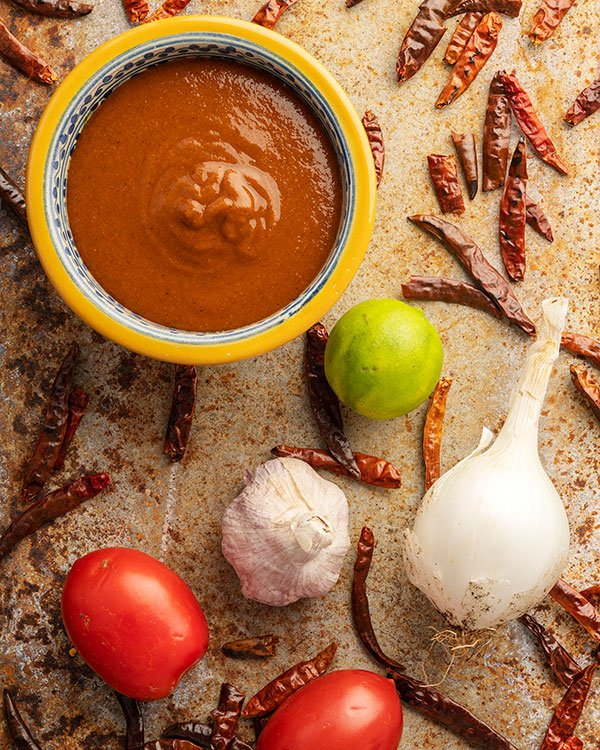 Ingredients for salsa de chile de arbol