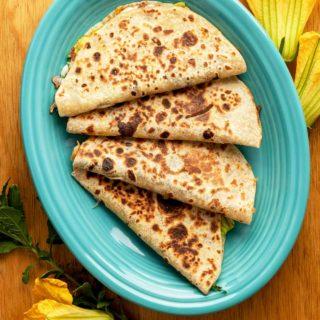 Quesadillas de flor de calabaza on a plate